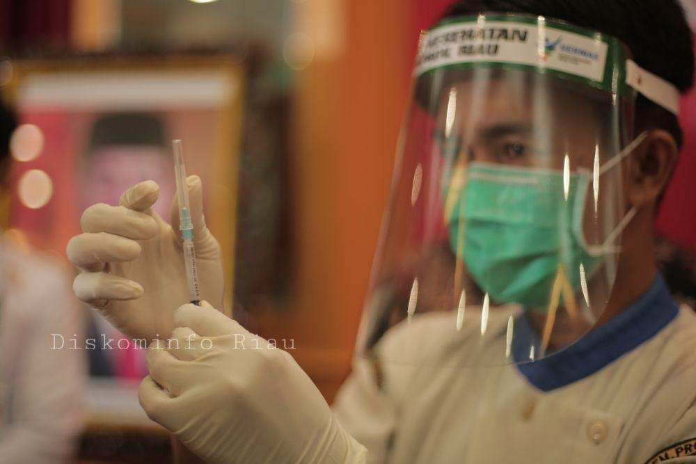 14 Hari Kedepan 21 Tokoh di Riau akan Disuntik Vaksin Kedua