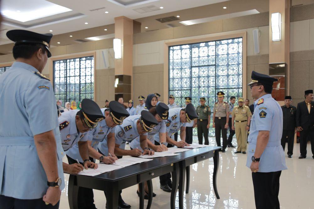 80 Pejabat Eselon III-V di Kemenkumham Riau Dilantik
