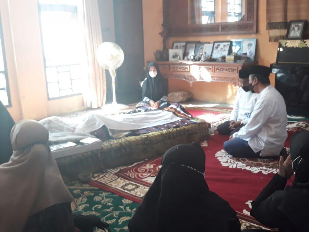 Almarhum Ketua MKA LAM Riau Datuk Seri Al Azhar Dikebumikan di Pemakaman Air Dingin