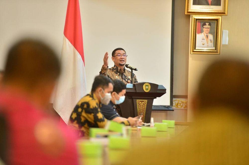 Asisten III Setdaprov Riau Buka Pembekalan Kepatuhan Standar Pelayanan Publik Sesuai UU No 25 Tahun 2009
