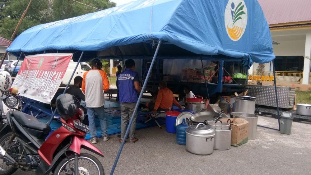 Bagikan Makanan Kepada Warga Terdampak Covid-19, Dinsos Riau Dirikan Dapur Umum