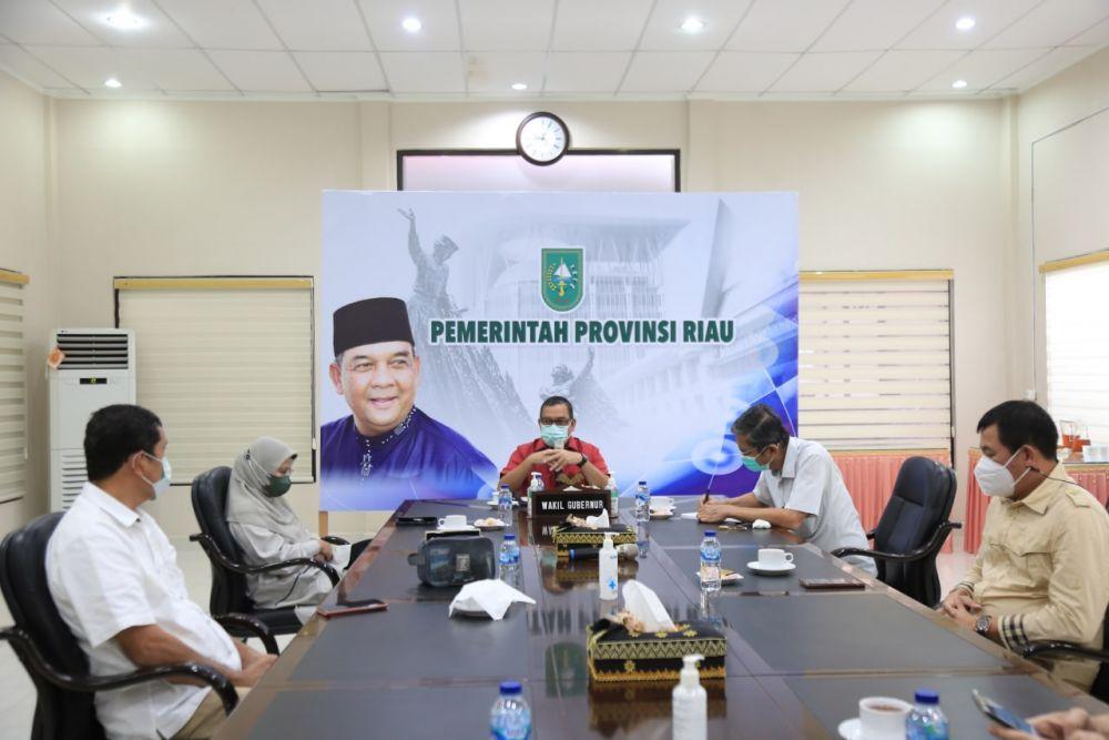 Bahas Pelaksanaan Vaksinasi, Wagubri Gelar Pertemuan Bersama FPK Riau