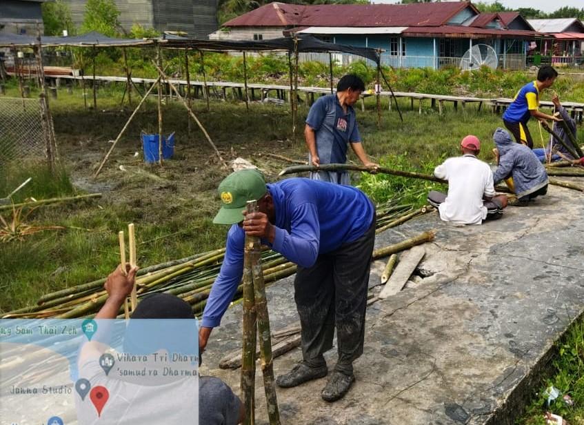 Berpeluh Keringat, KTH Pelaksana Rehabilitasi Mangrove BRGM di Riau Tetap Semangat Membuat Ajir
