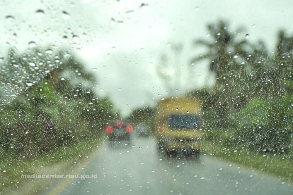 BMKG Ingatkan Potensi Hujan Deras Disertai Petir di Riau, Berikut Daftar Wilayahnya
