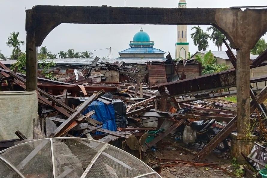 BPBD Riau Kirim Logistik Untuk Korban Angin Puting Beliung Inhil