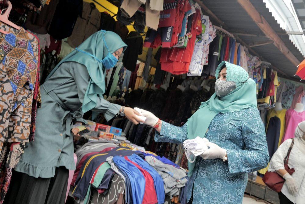 Cegah Covid-19, 10 Ribu Masker Kain Dibagikan Gratis di Selat Panjang