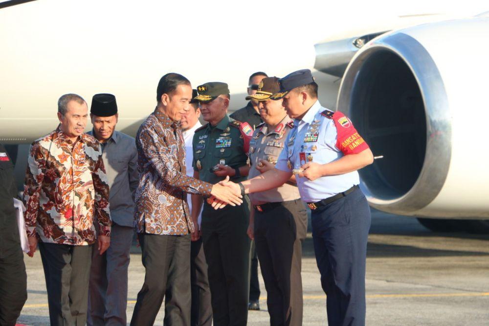 Danlanud RSN Sambut Presiden RI Joko Widodo