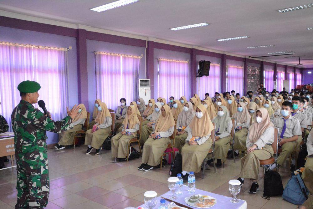 Danrem 031/WB Berikan Pemahaman Bahaya Radikalisme di SMA 1 Pekanbaru