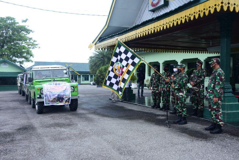Danrem 031/WB Lepas Bansos Untuk Masyarakat Pedalaman di Riau
