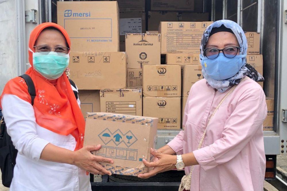 Diskes Riau Serahkan Bantuan Obat dan APD ke Inhu