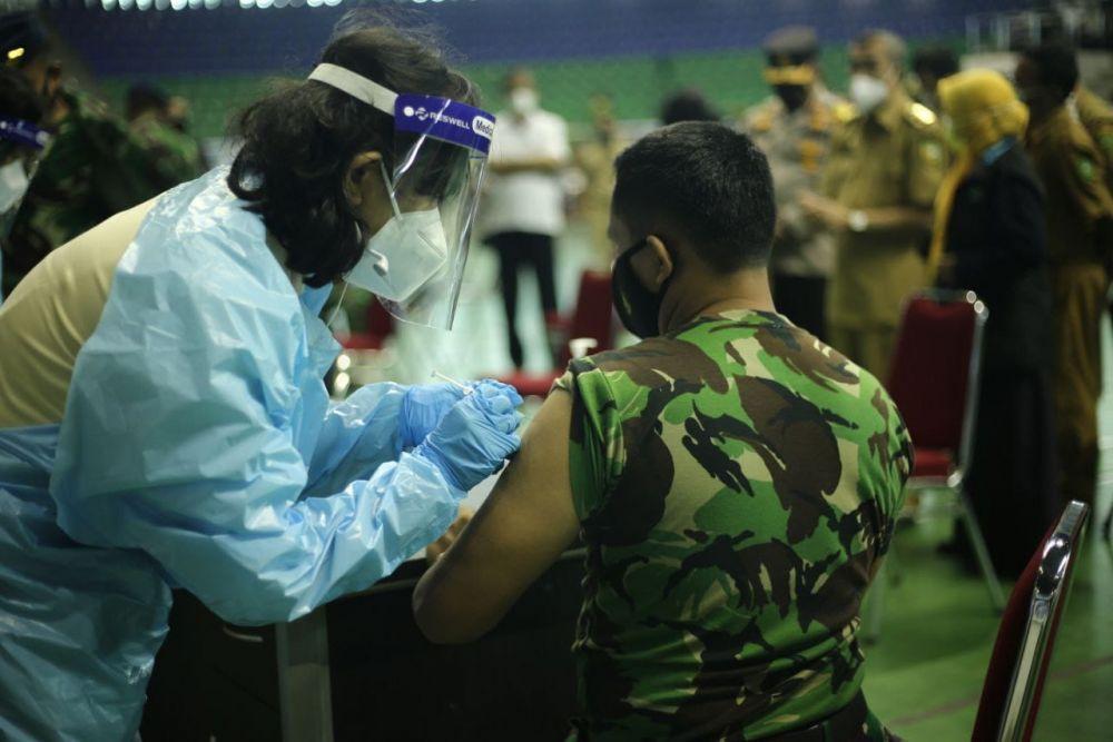 Dua Ribu Tenaga Publik di Pekanbaru Diberi Vaksin Tahap Kedua