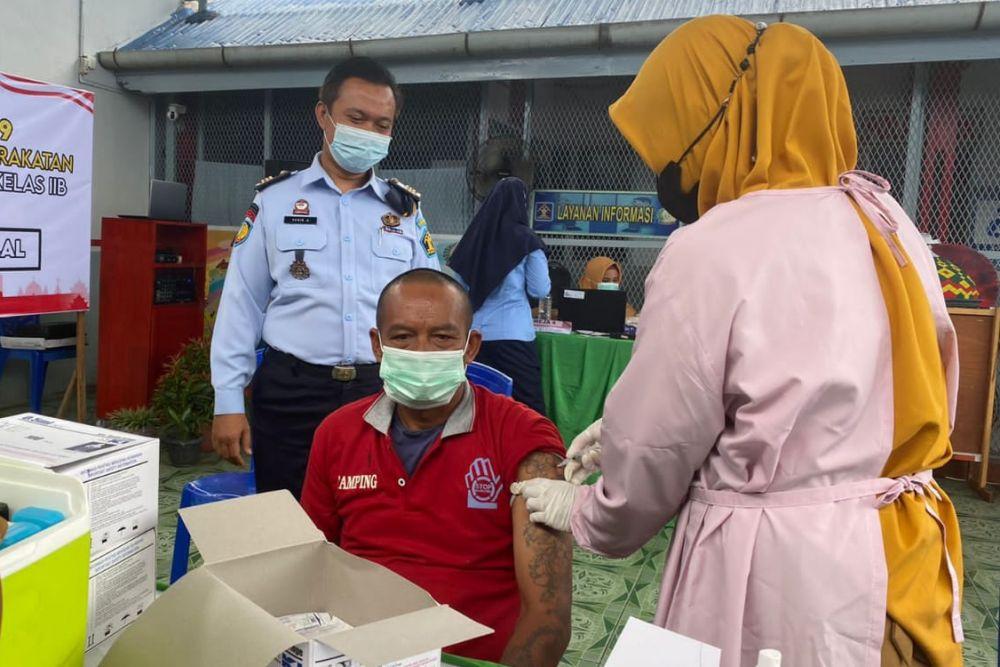 Giliran Warga Binaan Lapas Kuansing Disuntik Vaksin Corona