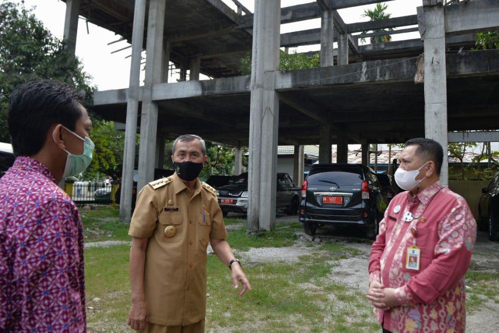 Gubernur Riau Cek Pengumpulan Mobil Dinas di OPD