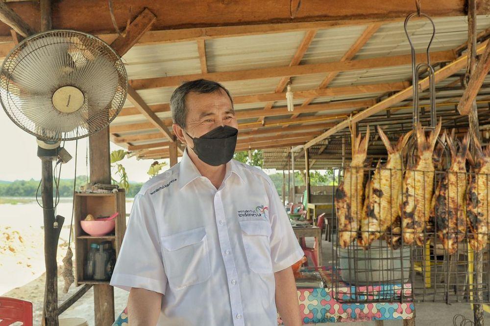 Gubernur Riau Mencicipi Ikan Bakar Kapiek Kuliner Khas Kampar
