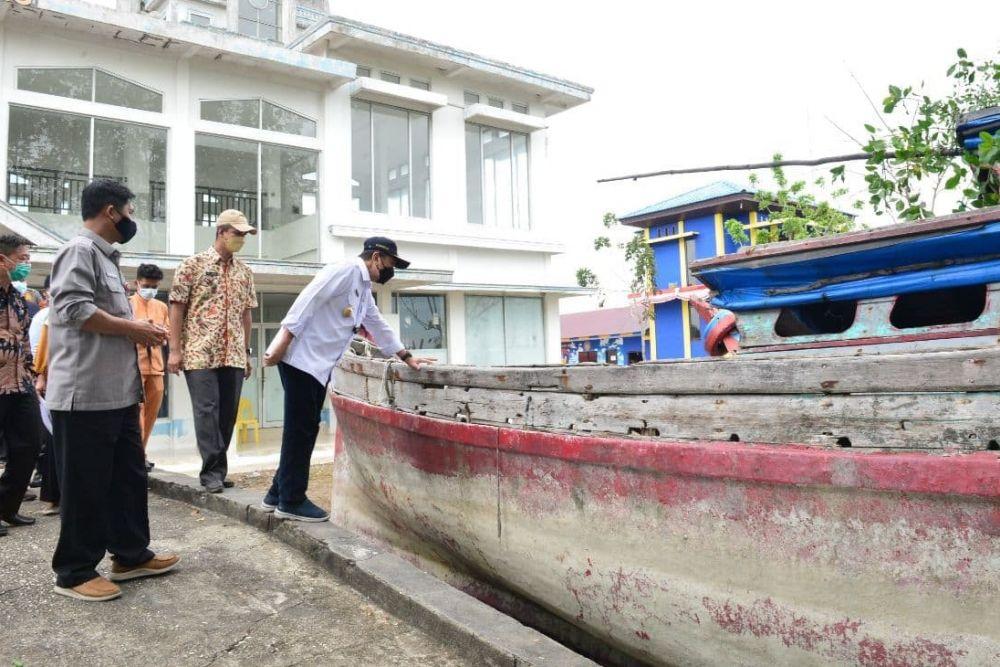 Gubernur Riau Setuju Sanksi Sita Kapal Pelaku Illegal Fishing