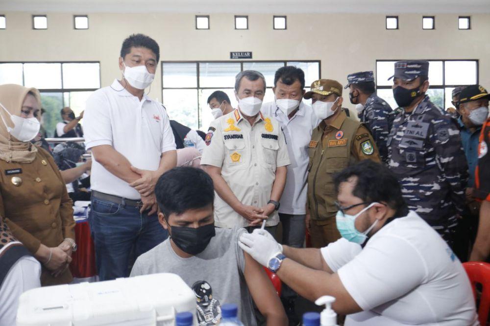 Gubernur Riau Tinjau Serbuan Vaksin Lanal Dumai di Bengkalis