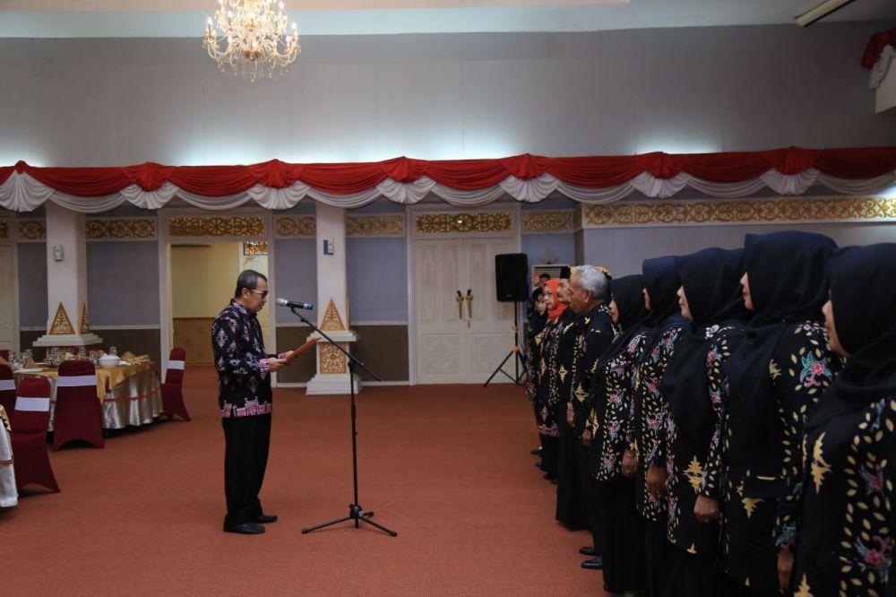 Gubri Lantik Pengurus BKKKS Provinsi Riau