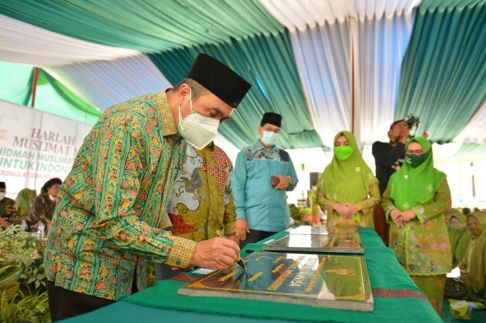 Gubri Resmikan Tiga Koperasi Anissa PAC Muslimat MU Pelalawan Secara Simbolik