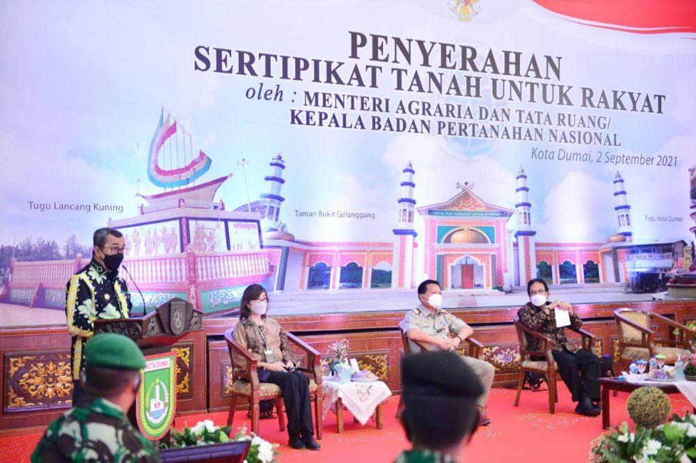 Gubri Saksikan Penyerahan 5 ribu Sertipikat Tanah oleh Menteri ATR/BPN