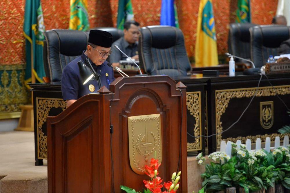 Gubri Sampaikan Nota Pengantar Perda Perubahan APBD Riau TA 2021