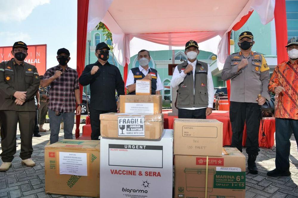 Gubri Serahkan 50.000 Dosis Vaksin Sinovac ke Pemko Pekanbaru