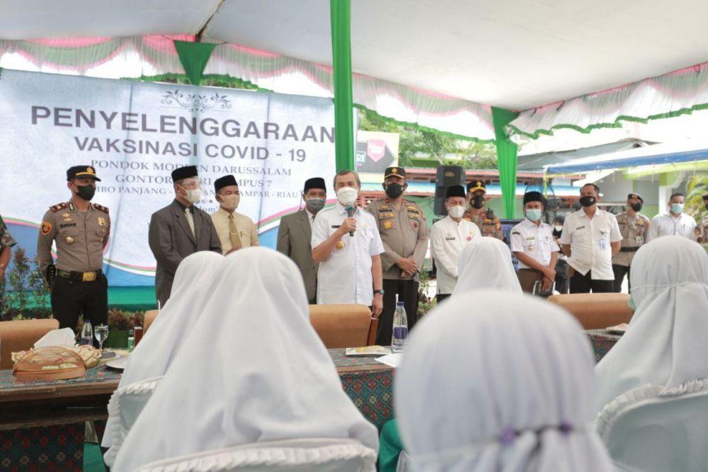 Gubri Tinjau Pelaksanaan Vaksinasi Massal Covid-19 Terhadap Pejabat Publik