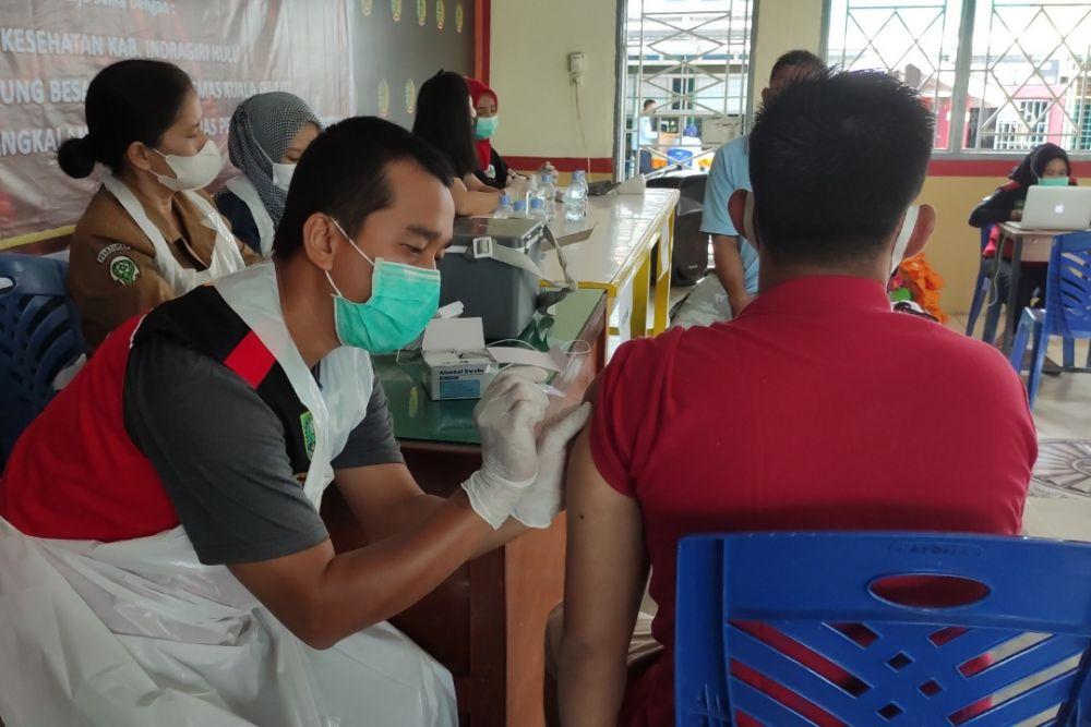 Hari Ini Sebanyak 250 Napi Rutan Rengat Terima Vaksin Pertama