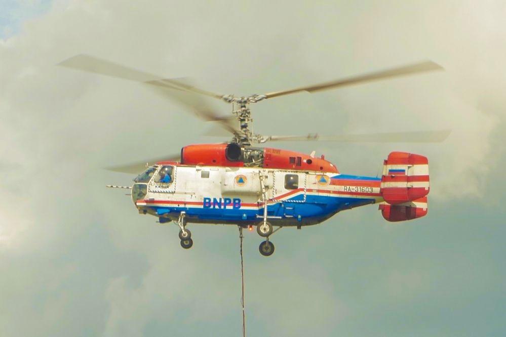 Helikopter  Water Bombing Tiba di Riau, Besok Langsung 'Gass' Padamkan Karhutla di Rohil