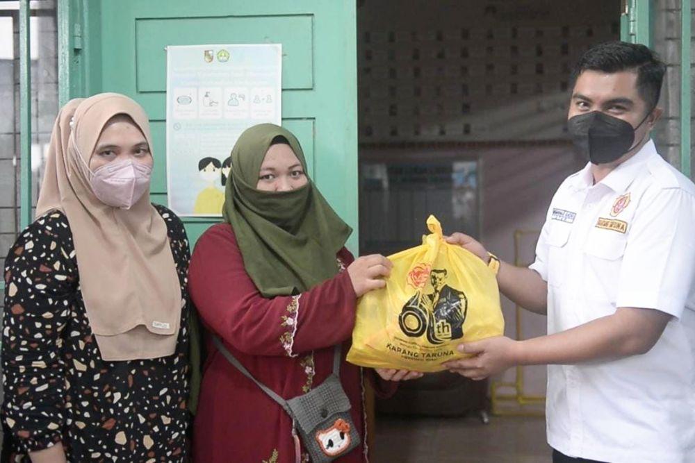 HUT ke-61, Karang Taruna Riau Salurkan 350 Paket Sembako