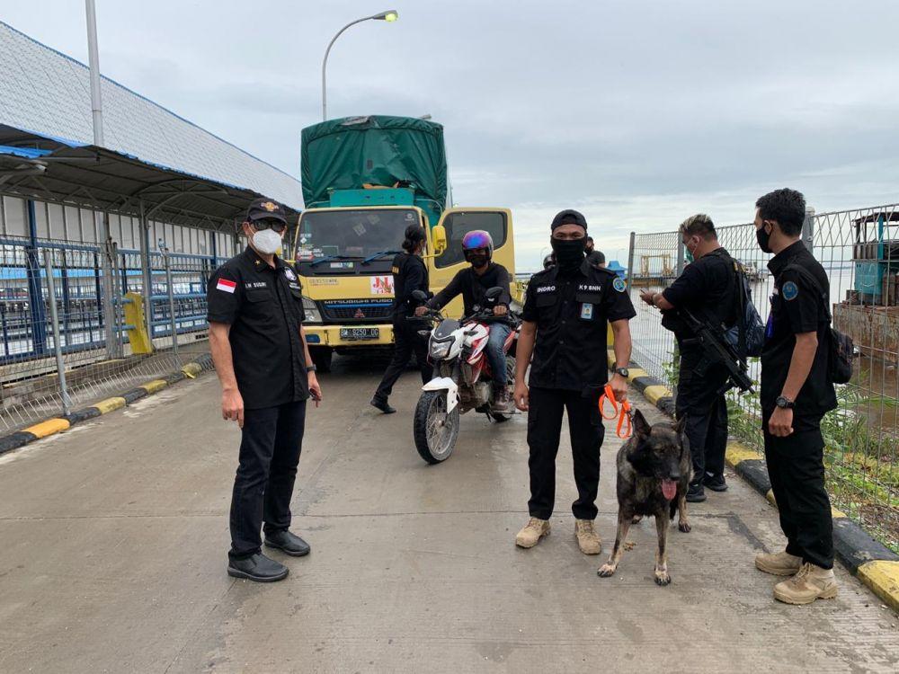 Jelang Nataru, BNNP Riau Gelar Razia di Pelabuhan