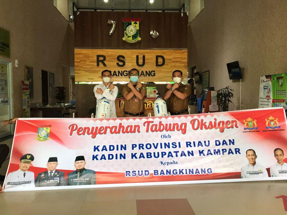 Kadin Riau Bersama Kadin Kampar Serahkan 30 Unit Tabung Oksigen untuk RSUD Bangkinang