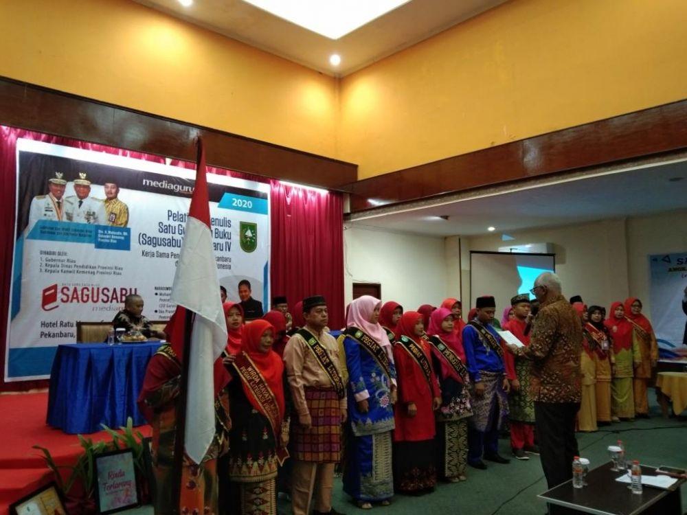 Kadisdik Provinsi Riau Lantik Pegiat Literasi IPPR