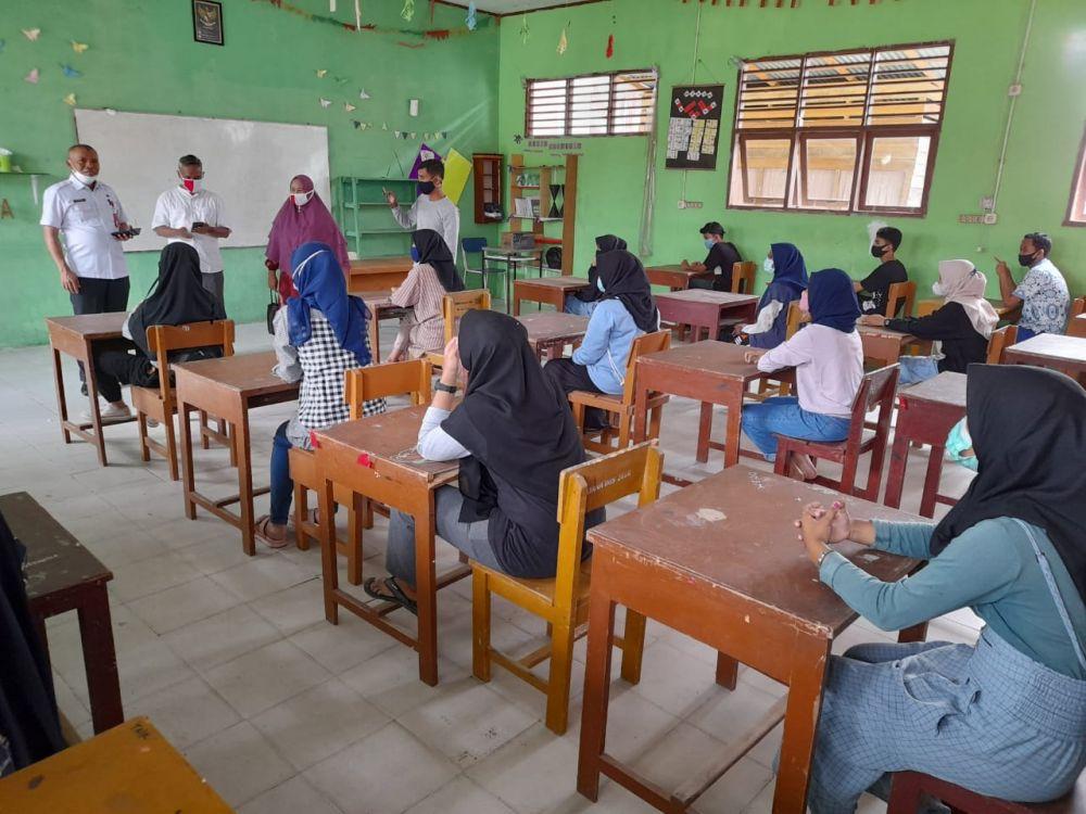 Kadisdik Riau Tinjau Persiapan Belajar Tatap Muka Terbatas di SMAN 2 Tambang Kampar