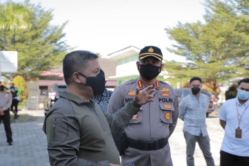 Kapolda Riau Kunjungi Pelaksanaan Vaksinasi dan Swab di Pekanbaru