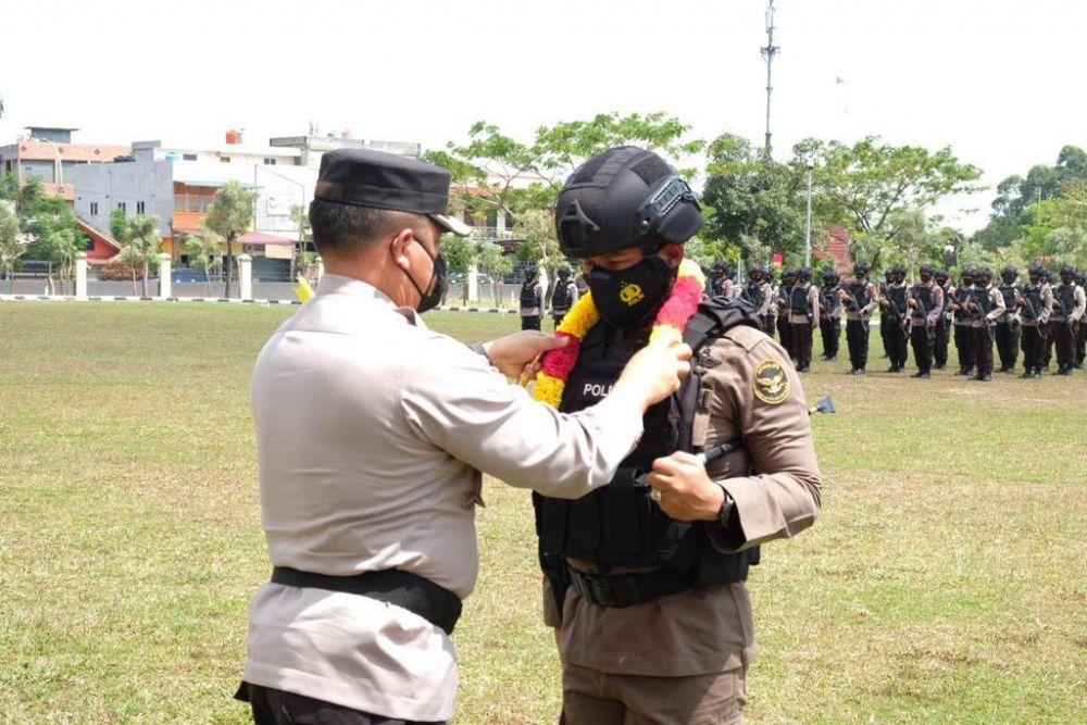 Kapolda Riau Sambut Kepulangan 100 Personel Brimob BKO Polda Papua
