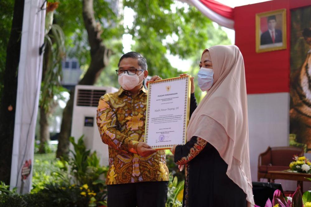 KLHK Berikan Penghargaan Lifetime Achievement Award Kepada Haidir Anwar Tanjung
