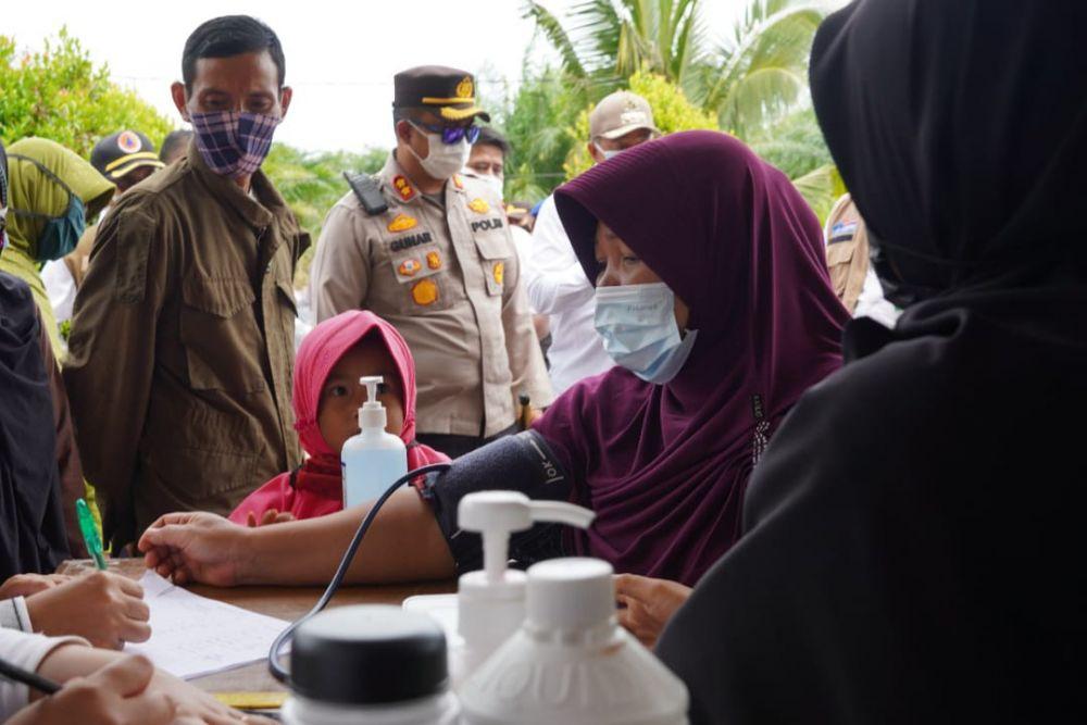 Kunjungi Kampung Pesisir Siak, Kapolres dan Bupati Pantau Pelaksanaan Vaksinasi