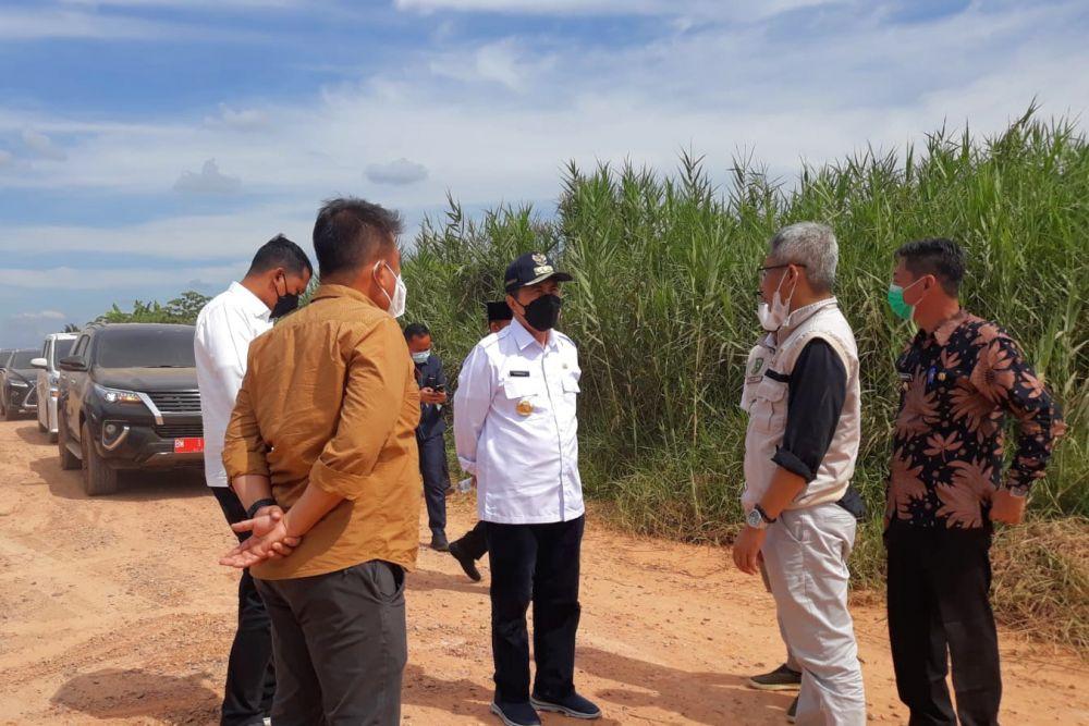 Kunker di Rohil, Gubernur Riau Cek Pembangunan Jalan Bagansiapiapi - Kubu