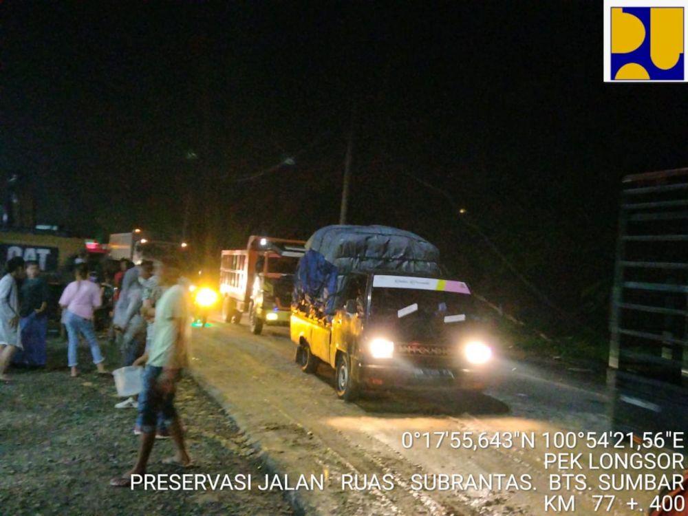 Lalulintas Jalan Lintas Riau-Sumbar Kembali Normal