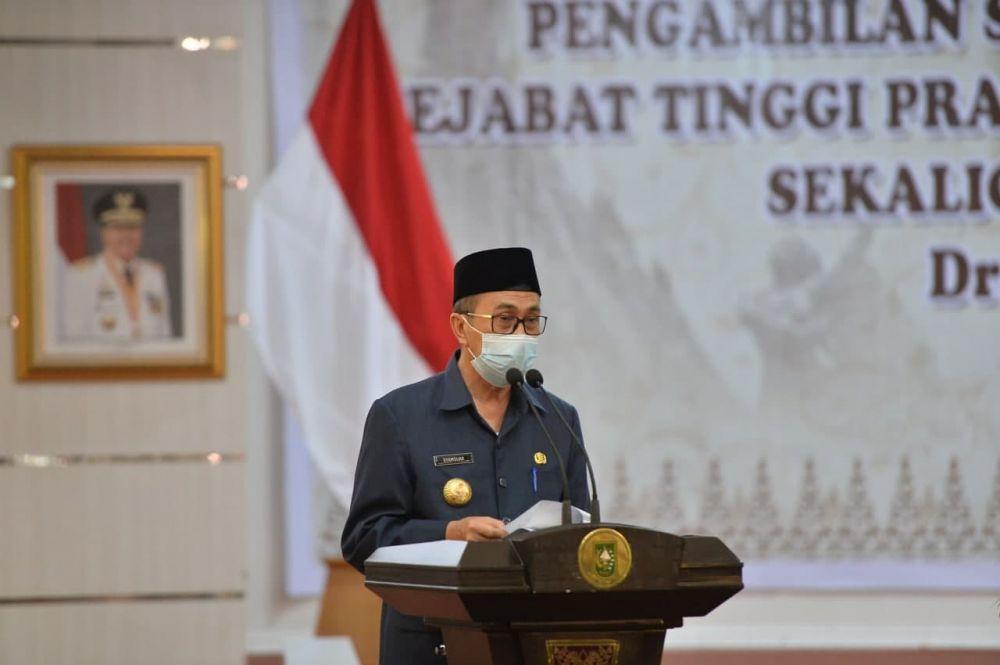 Lantik Kadinsos Riau Yang Baru, Ini Arahan Gubri