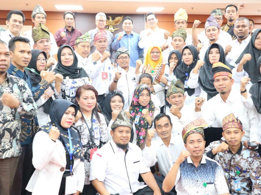 Legislator Riau Berkomitmen Perjuangkan Guru Honorer di Riau Jadi PNS