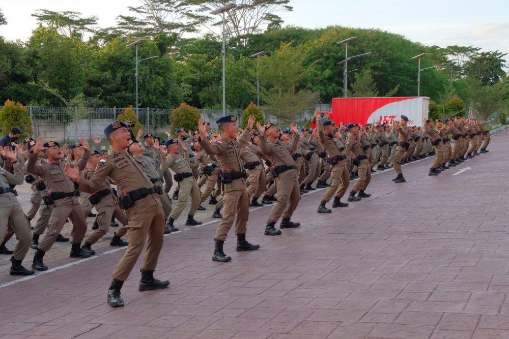Lepas Keberangkatan Pasukan BKO Papua, Kapolda Riau : Selalu Waspada Potensi Ancaman