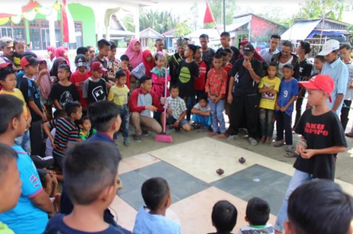 Mediacenter Riau Go Id Lestarikan Permainan Tradisional Mahasiswa Kukerta Unri Gelar Festival Budaya Gasing