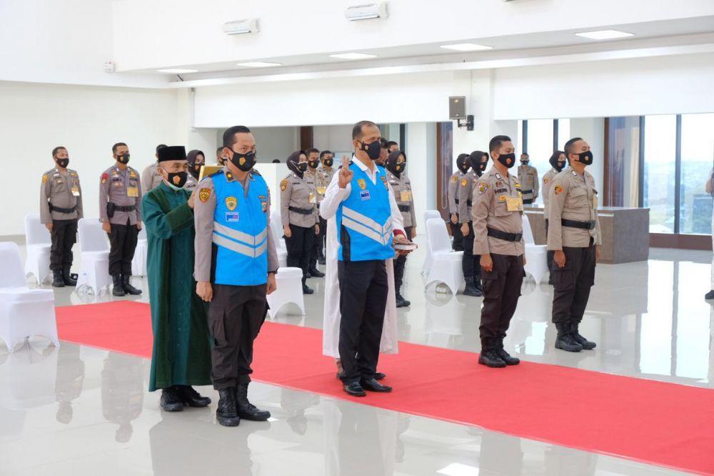 Panitia dan Peserta Seleksi SIP Polda Riau Tanda Tangani Pakta Integritas