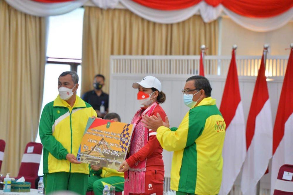 Pemprov Riau Beri Bonus Rp1 Miliar Kepada Leani Ratri Oktila