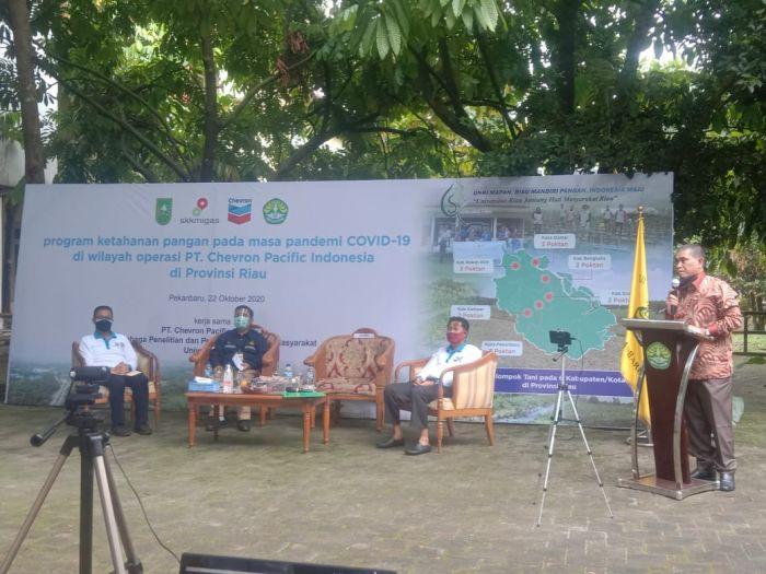 Pemprov Riau Hadiri Penyerahan Bantuan Produksi Pertanian Pada Poktan di Riau