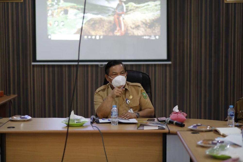 Pimpin Rapat Pengelolaan Gedung Juang 45, Sekdaprov Riau Harap Tahun Depan Sudah Bisa Diperbaiki