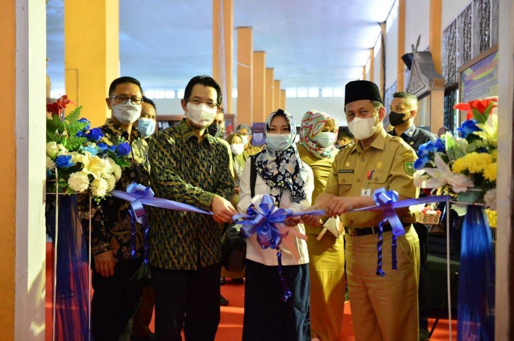 Pj Sekdaprov Riau Resmikan SKK Migas Chevron Corner di Museum Sang Nila Utama