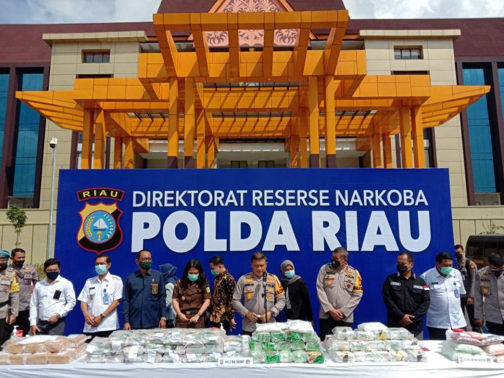 Polda Riau Musnahkan 111,2 Kilogram Sabu dan 34.182 Butir Pil Ekstasi