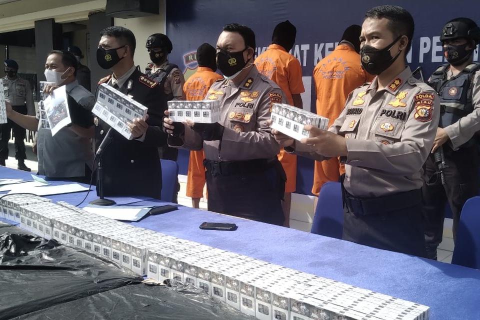 Polda Riau Sita 230.400 Batang Rokok Ilegal